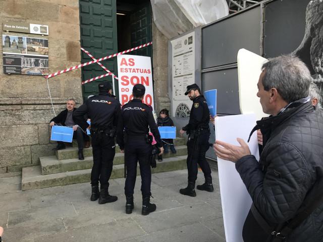El BNG protesta para evitar que Abraham e Isaac vuelvan con los Franco