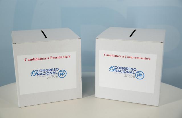 Urnas para votar en el proceso de los populares