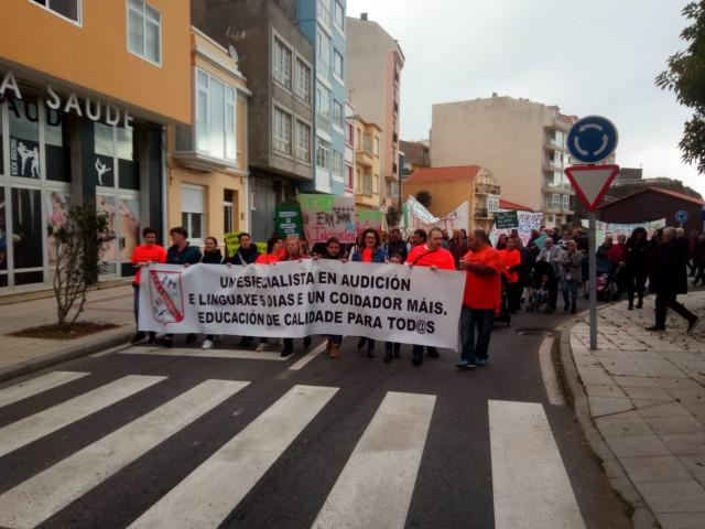 Manifestación de padres y madres en Cariño (A Coruña)