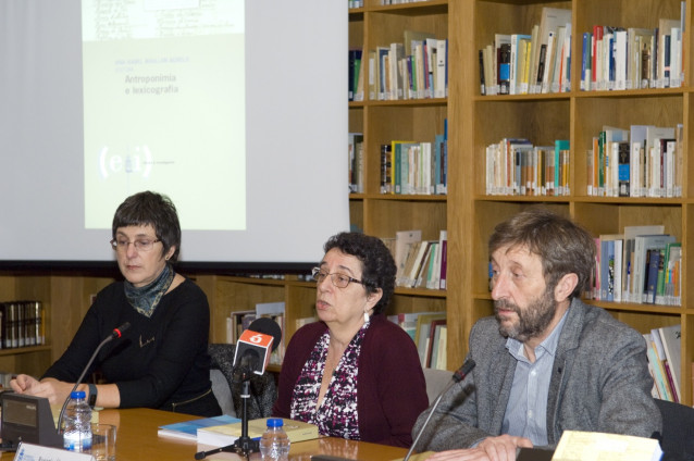 Ana Isabel Boullón, Rosario Álvarez y Xosé Luís Regueira presentan el libro