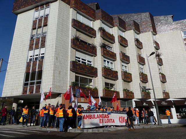 Escrache de la CIG ante la vivienda del conselleiro de Sanidade