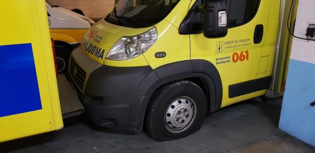 Ambulancia con pinchazo en Galicia