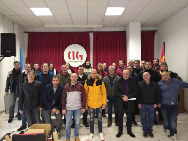 Participantes en asamblea del sector naval.