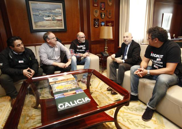 Javier Losada se reúne con trabajadores de Isowat