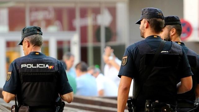 Policianacionalagentesvigilancia