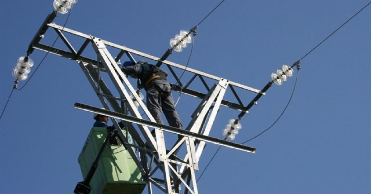 Operarios tendido electrico