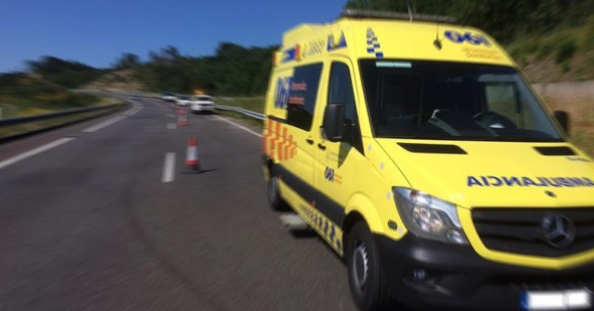 Ambulancia carretera mov