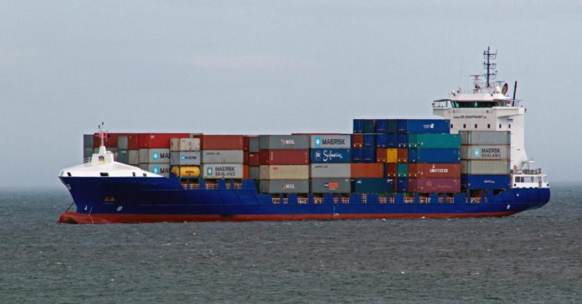 Contenedores buque mercante