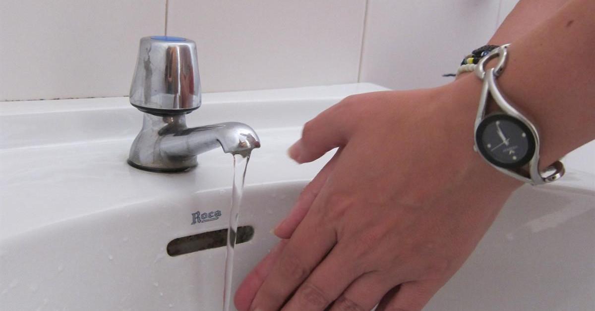 Pileta grifo agua