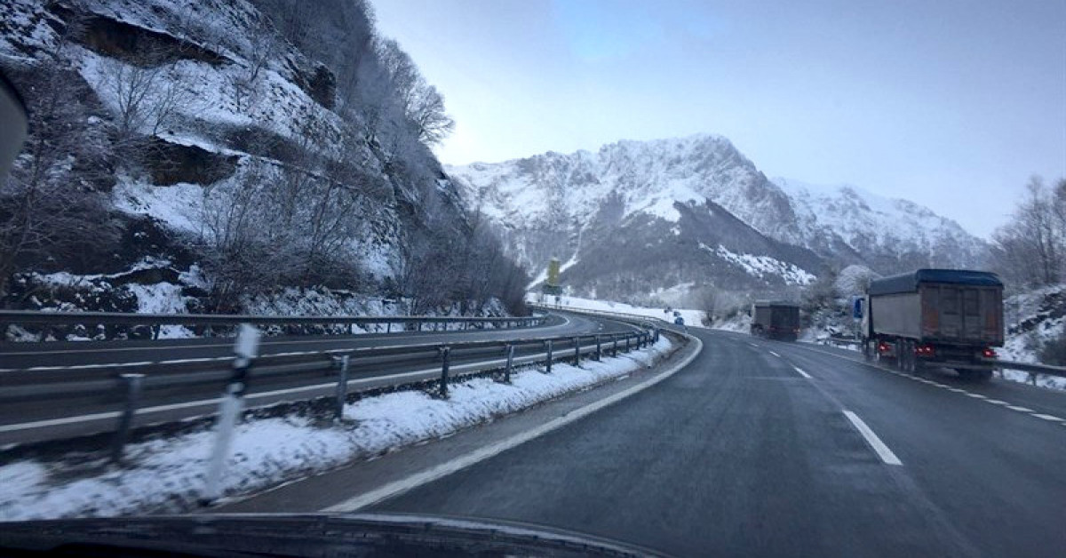 Nieve carretera camiones