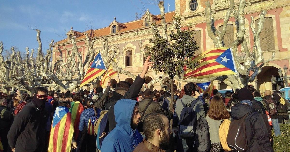 Manifestantes parlament