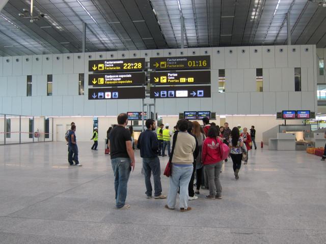 Cola De Pasajeros Para Facturar En La Nueva Terminal De Lavacolla