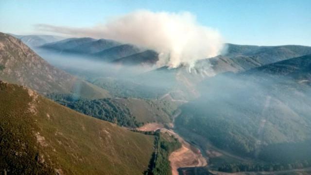 Imagen del incendio en O Invernadoiro