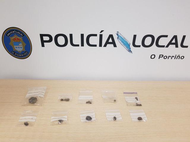 Droga intervenida a un joven detenido en O Porriño por violencia de género.