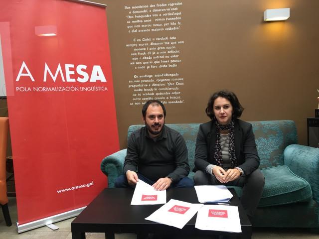 Marcos Maceira y Elsa Quintas, en la presentación de un informe de A Mesa