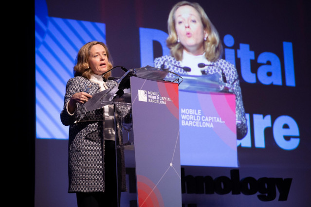 La ministra de Economía Nadia Calviño atiende a los medios en el II Digital Futu