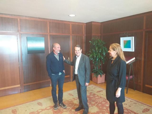 Abel Caballero anuncia 318.000 euros para O Marisquiño y critica que la Xunta