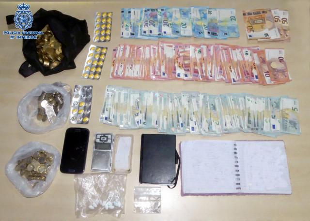Dos detenidos por vender sustancias estupefacientes al menudeo en Santiago