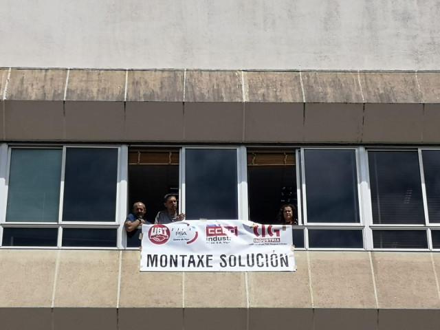 Delegados de CC.OO., UGT y CIG se encierran en PSA Vigo para exigir soluciones a la sobrecarga en la línea de montaje
