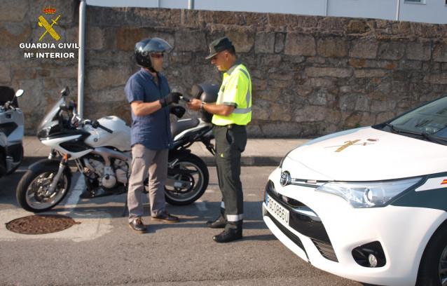 Interceptado a 121 km/h un motorista en una vía protegida para ciclistas limitada a 50 en Nigrán (Pontevedra)