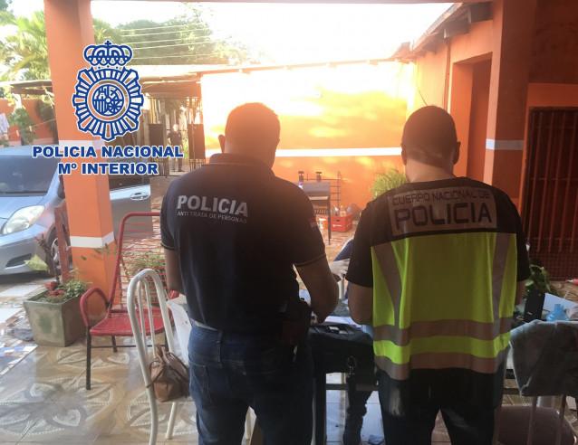 El bebé de una víctima de la red de explotación sexual desarticulada en Santiago fue dado en adopación de forma ilegal