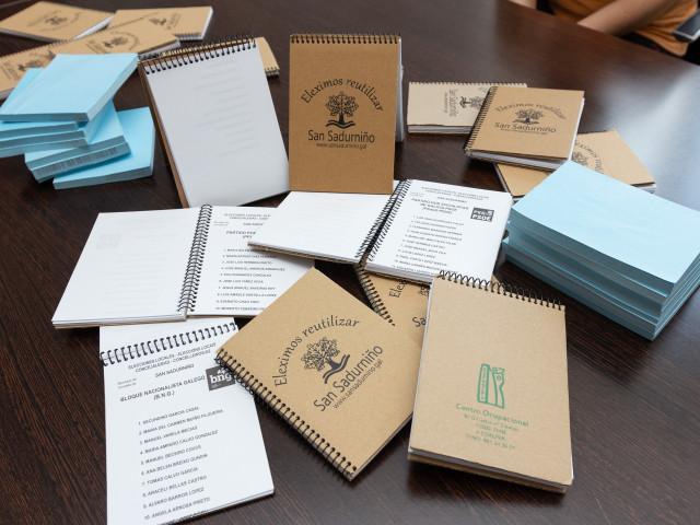San Sadurniño reutiliza las papeletas y crea blocs de notas