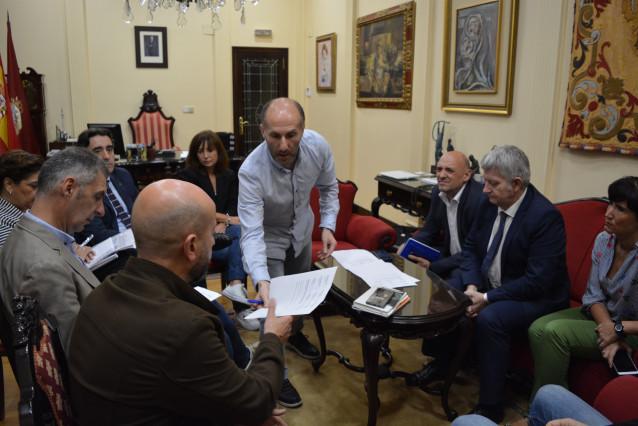 El alcalde de Ourense, Gonzálo Pérez Jácome, y su equipo. ARCHIVO.