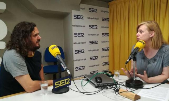 A la izquierda, el diputado del grupo parlamentario de En Marea, Antón Sánchez.