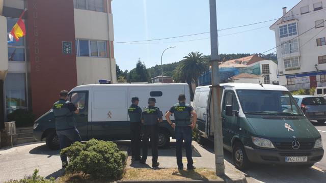 Pasan a disposición judicial los detenidos por agredir a agentes en las fiestas de Muxía.
