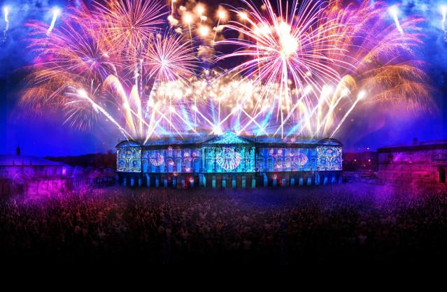 Los 'Fuegos del Apóstol' vuelven a la capital gallega el 24 de julio, con un espectáculo multimedia formado por proyecciones audiovisuales con efectos 3D, música, efectos lumínicos y fuegos artificiales. En esta ocasión, la pirotecnia