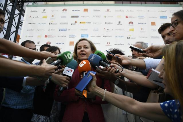 La ministra de Economía y Empresa en funciones, Nadia Calviño, ofrece declaraciones a los medios de comunicación tras participar en el 'DigitalES Summit 2019'.