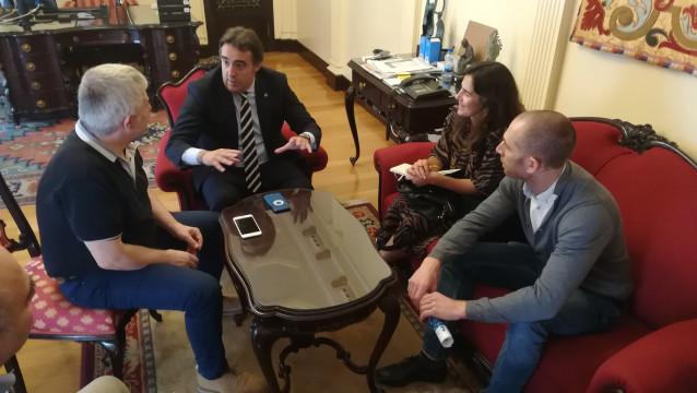 El Ayuntamiento de Ourense colaborará con el Eixo Atlántico para afrontar el reto de la movilidad sostenible.