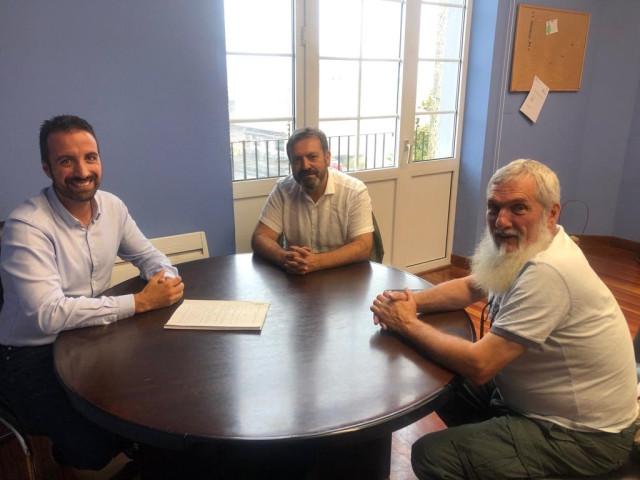 El alcalde de Mazaricos se reúne con Luís Bará y Xosé Luis Rivas, 'Mini'