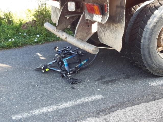 Una ciclista resulta herida tras ser alcanzada por un camión en Narón (A Coruña).