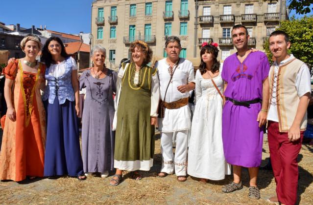 Miembros del gobierno local caracterizados con disfraces con motivo de la celebración de la Feira Franca de Pontevedra