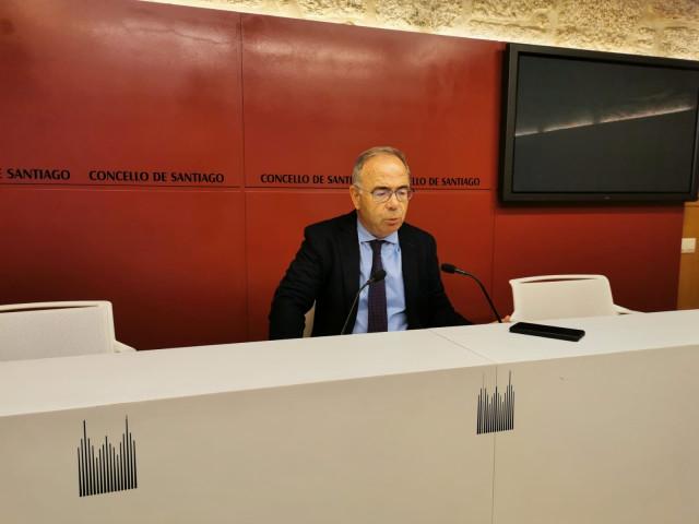 El alcalde de Santiago, Xosé Sánchez Bugallo, en rueda de prensa.