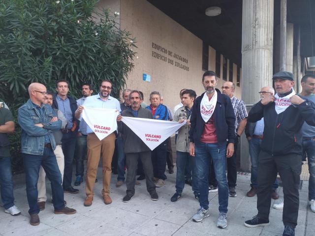 Trabajadores de Vulcano, a las puertas de los juzgados de Vigo.