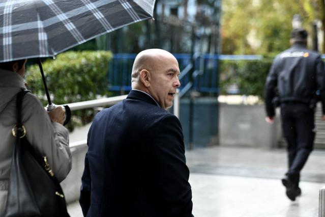 El abogado Gonzalo Boye, a su llegada a la Audiencia Nacional, donde ha sido citado por la juez María Tardón, por un presunto delito de bloqueo, derivado de la causa contra el narcotraficante gallego José Ramón Prado Bugallo, conocido como 'Sito Miñanco',