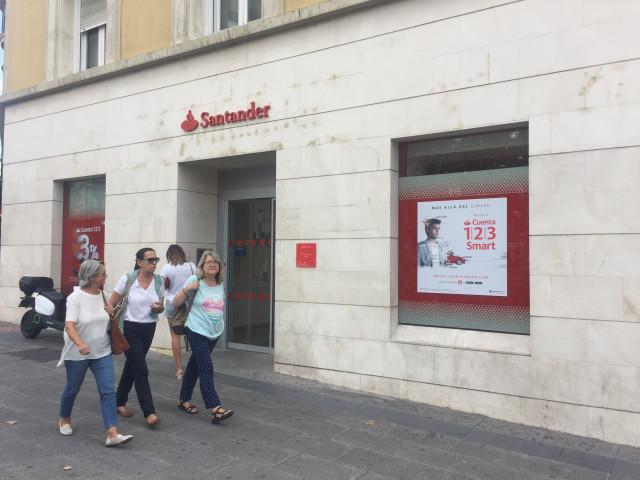 Imagen de una oficina del Banco Santander.