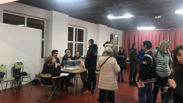 Los colegios electorales gallegos abiertos para la votación de las elecciones generales del 10 de noviembre