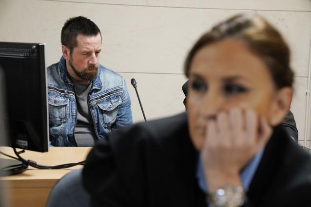 El acusado por el presunto asesinato de Diana Quer, José Enrique Abuín Gey, alias el Chicle, momentos antes de empezar el juicio, en Santiago de Compostela /Galicia (España), a 12 de noviembre de 2019.