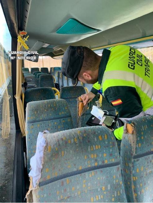 Detectada una empresa de autobuses que operaba desde A Coruña sin las correspondientes autorizaciones.
