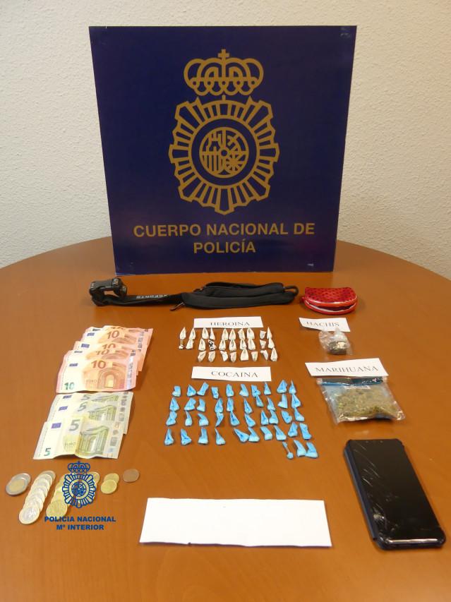 Material intervenido a un detenido en Ribeira(A Coruña) por tráfico de drogas.