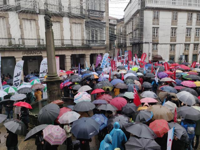 Manifiestación en defensa de la enseñanza en Santiago.