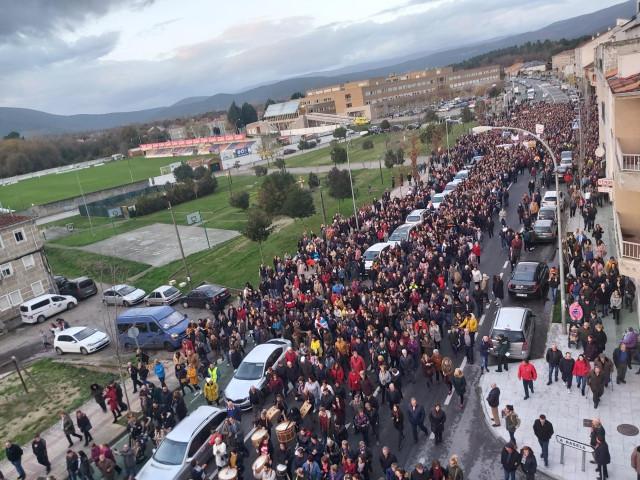 Manifestación en contra del cierre del paritorio en el Hospital comarcal de Verín