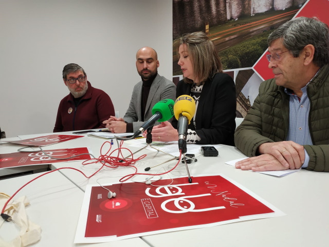 La alcaldesa de Lugo, Lara Méndez,  presenta la instalación de un tobogán gigante.
