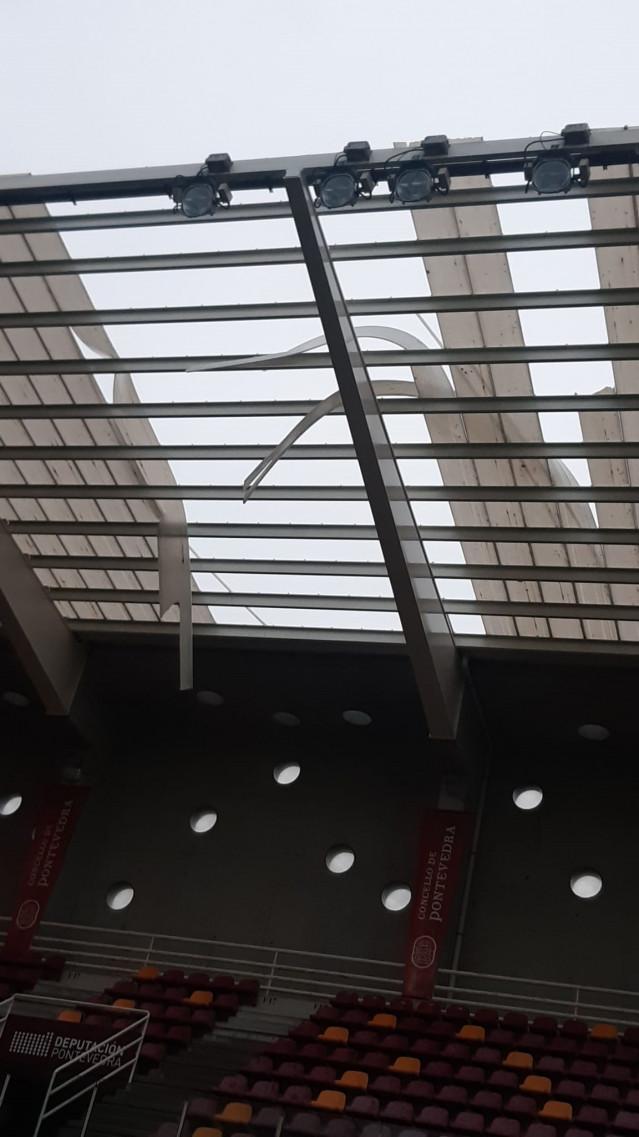 Desprendimiento de las láminas del estadio de Pasarón de Pontevedra