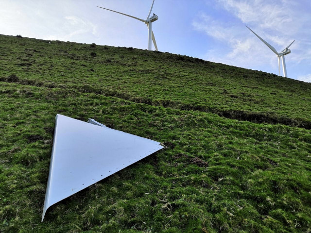 Pieza de un aerogenerador del parque eólico de Sasdónigas, en Mondoñedo (Lugo).