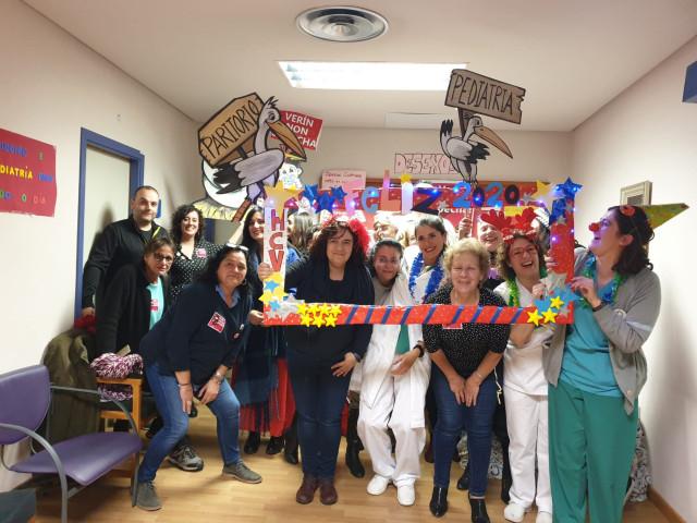 Profesionales sanitarios y vecinos de Verín (Ourense) pasan la Nochevieja encerrados en el hospital.
