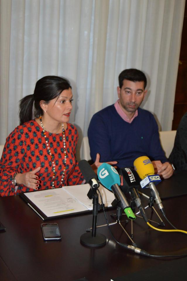 La alcaldesa de Mos, Nidia Arévalo (PP), en una rueda de prensa en el salón de Plenos.